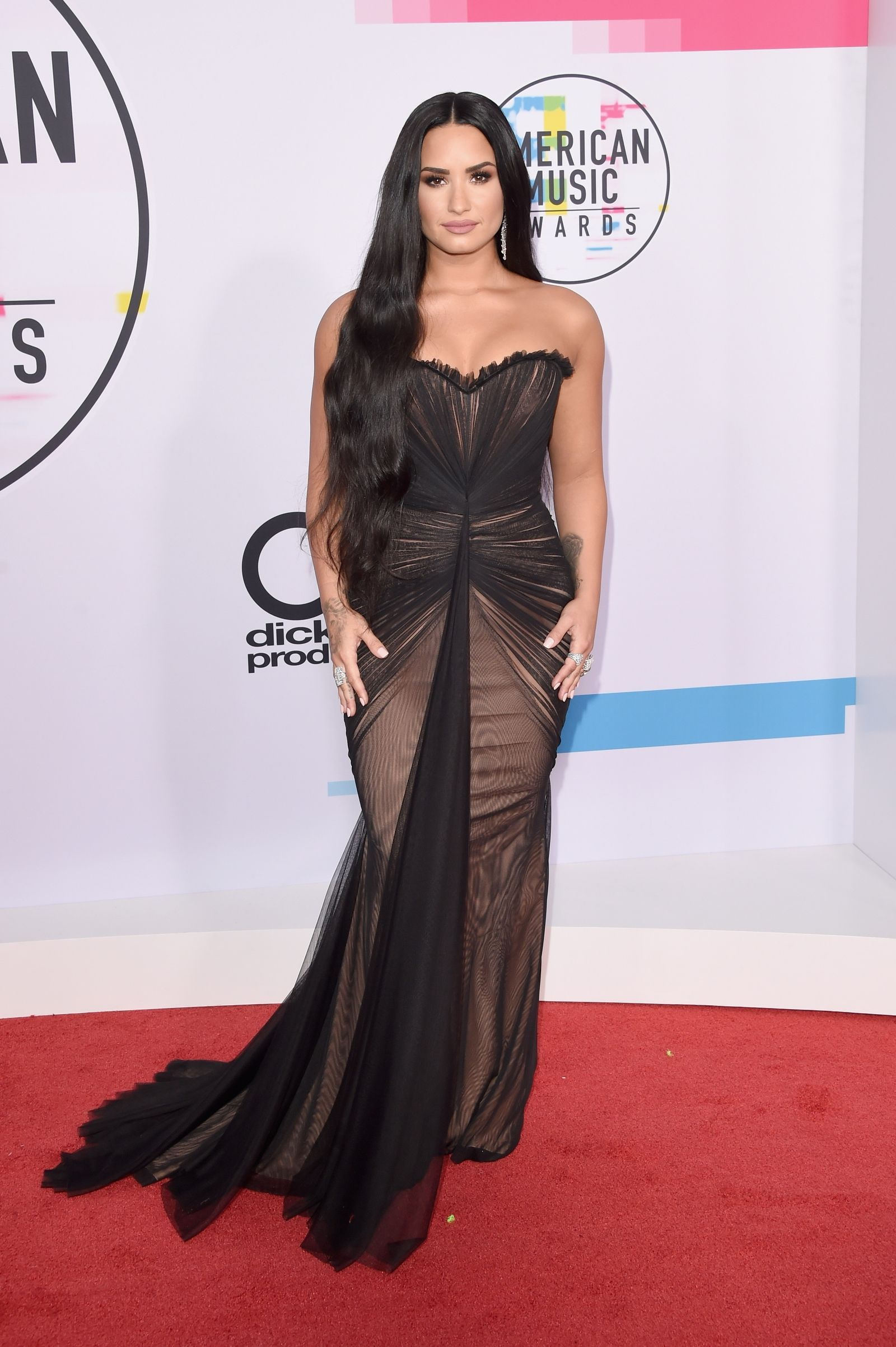 The 10 Nakedest Looks From The American Music Awards Celebrity Dresses Dresses Nice Dresses