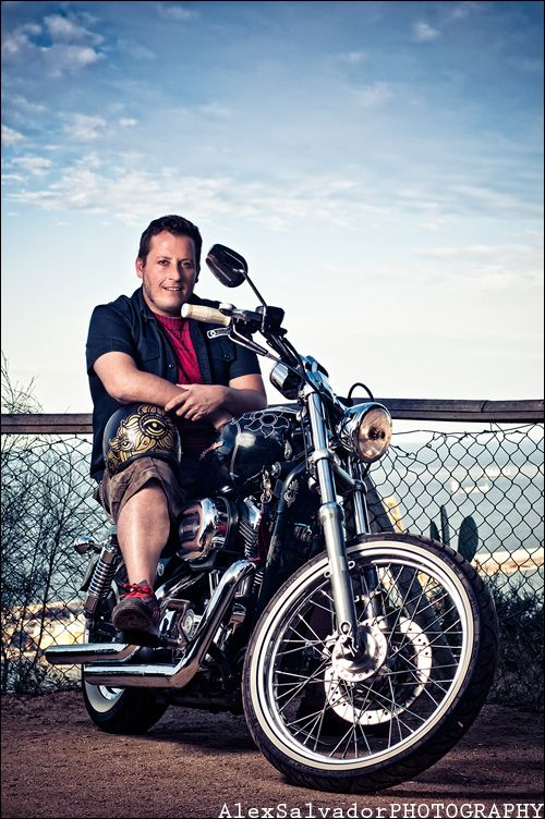 ALBERTO GABARI Ilustrador, diseñador y creador de la marca de ropa TheMysticOnion y Harley man Camí del Molí (Barcelona)    http://www.365retratos.es/image/705800516