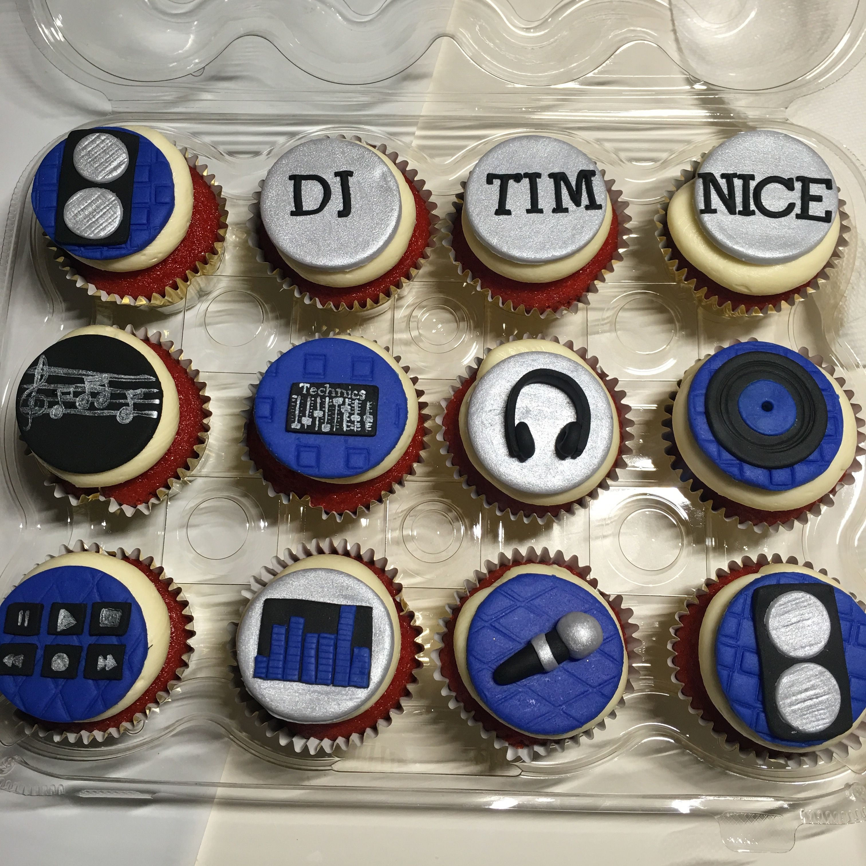 Dj music themed cupcakes the kitchen empress creations for Cupcake themed kitchen ideas