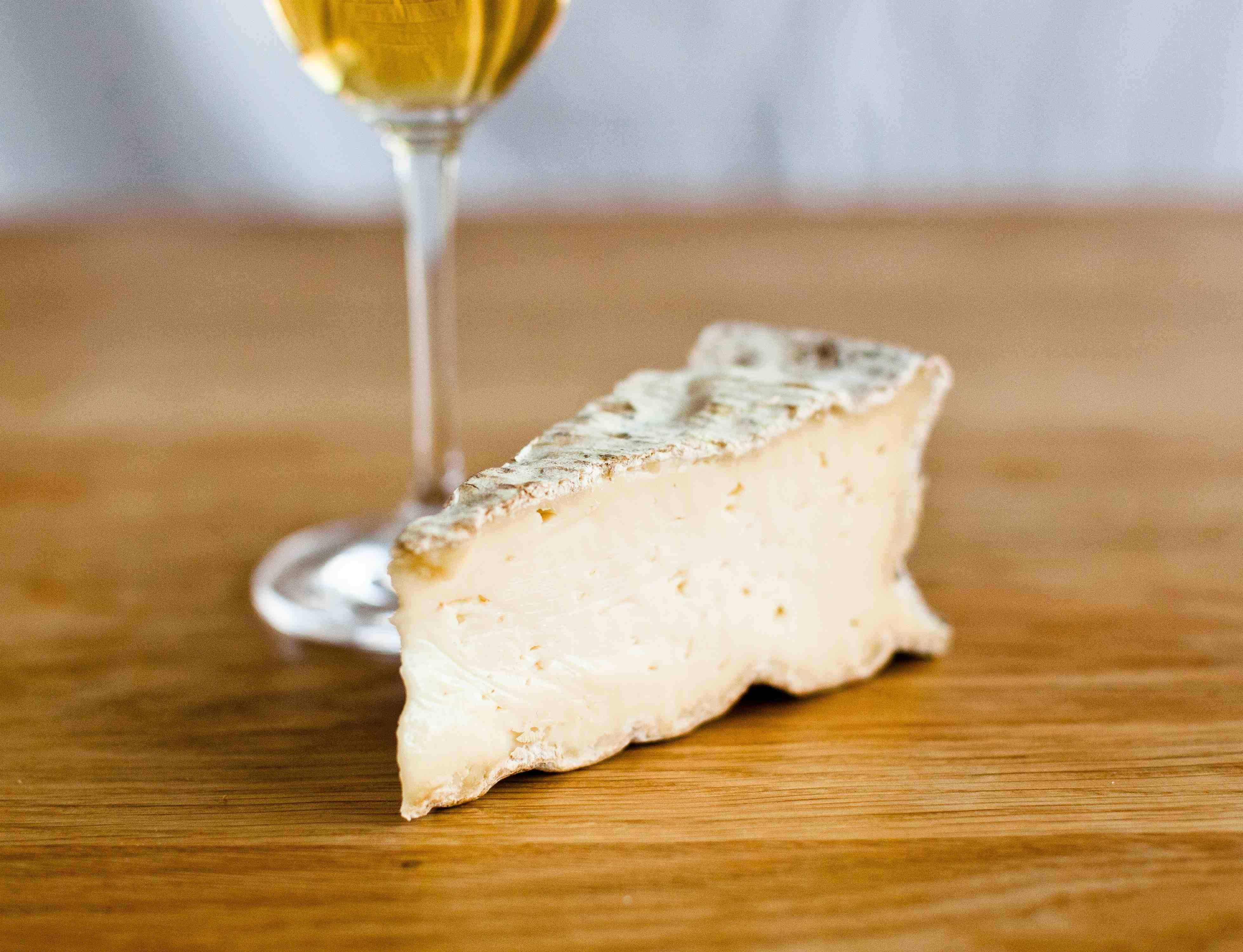 Skal finne oster som passer til en tysk Auslese. Ost og søt vin er en veldig gangbar kombinasjon.