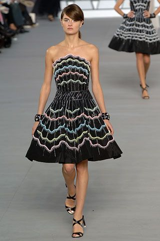 Chanel Spring 2006 Ready-to-Wear - Collection - Gallery - Style.com