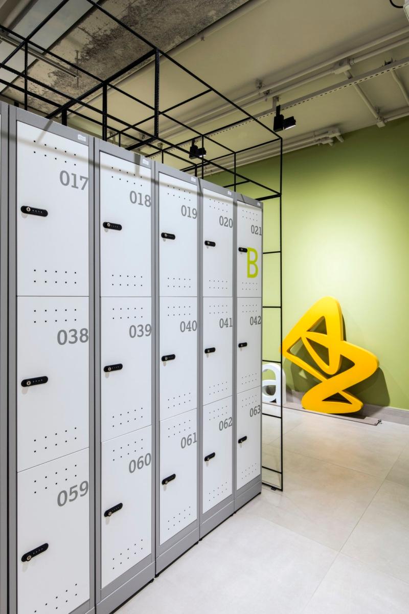 Astrazeneca Offices Cotia 8 Office Snapshots In 2020 Locker Storage Office Storage