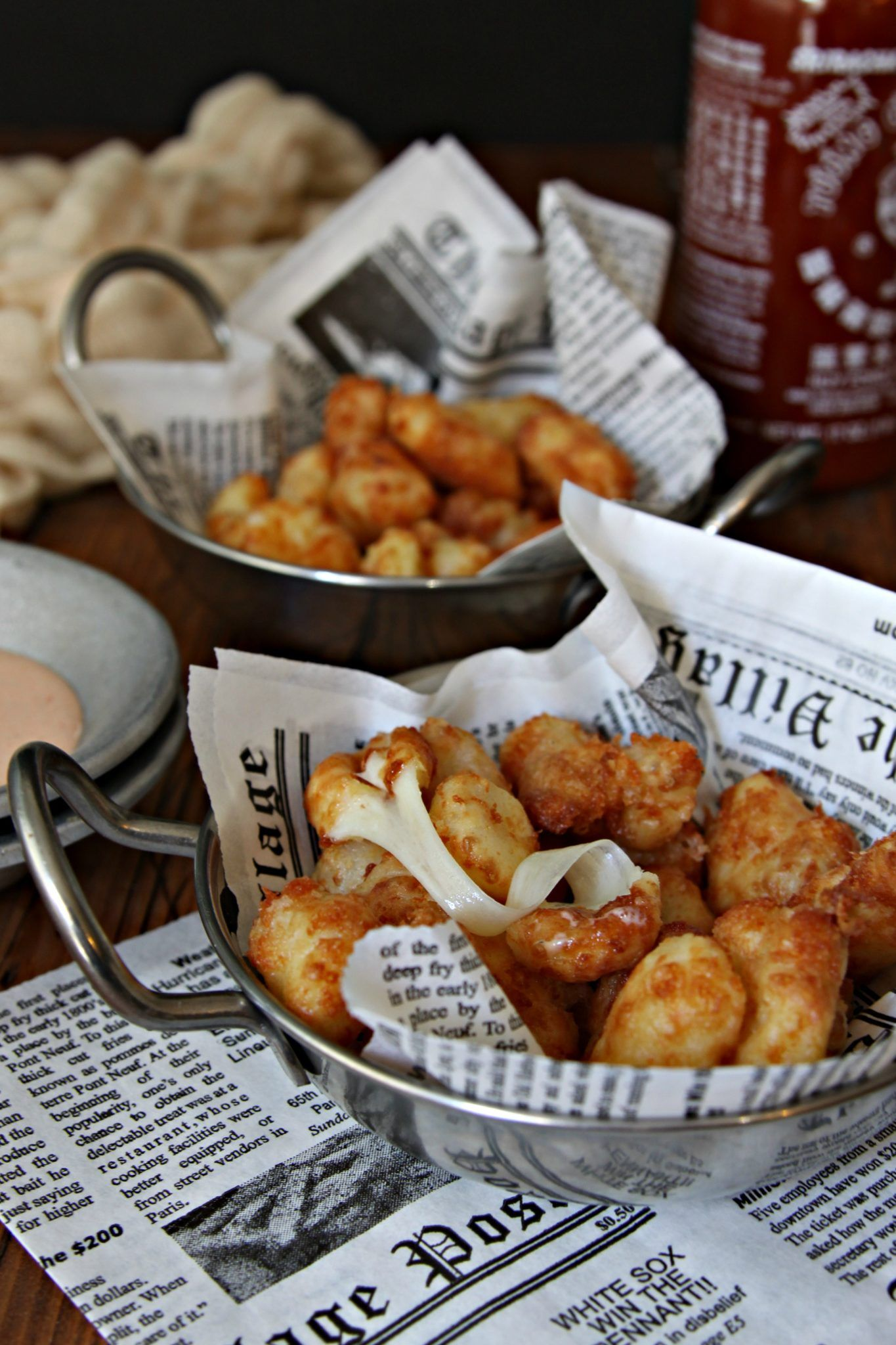 Fried cheese curds with sriracha ranch dipping sauce