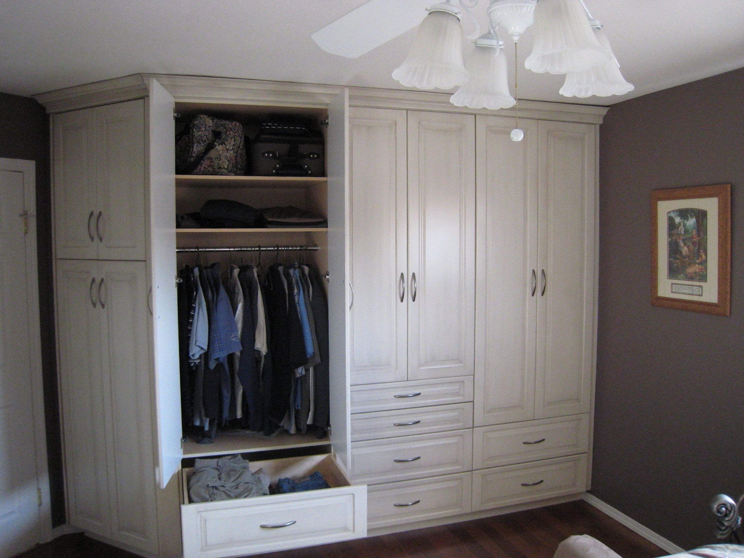 Built In Closets In Bedroom | bedroom | Pinterest | Bedrooms, Barn ...