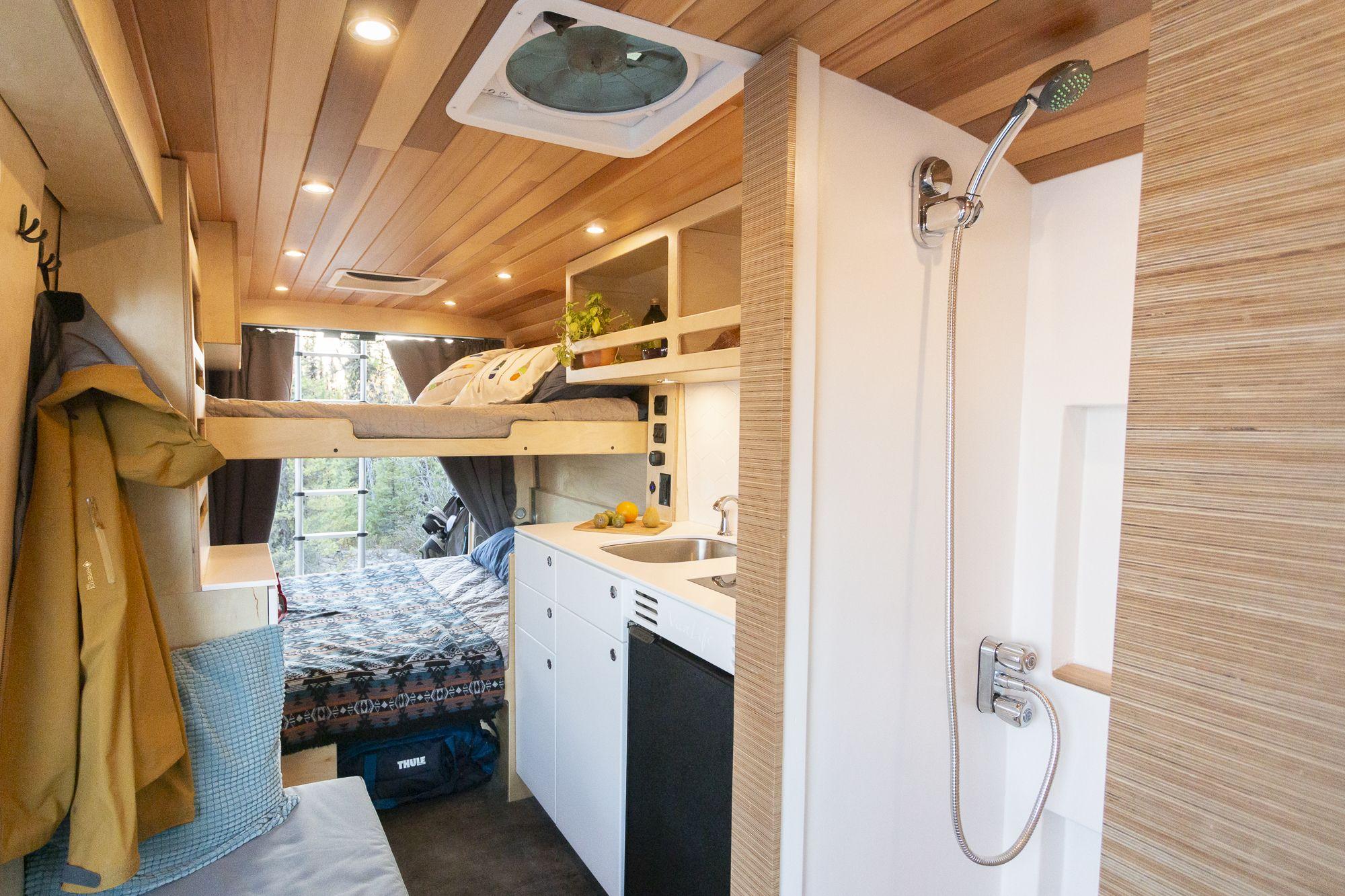 Photo of VanLife MTL: Look at that indoor shower!