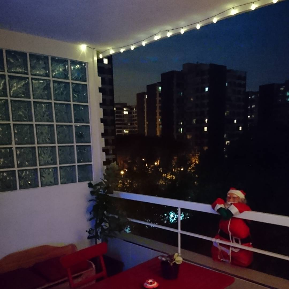 50 christmas balcony décor ideas which are opulent and classy christmas apartment balcony on christmas balcony decorations apartment patio id=35877