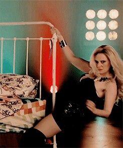 Kate Mckinnon Do It On My Twin Bed Snl Crazykatemckinnon
