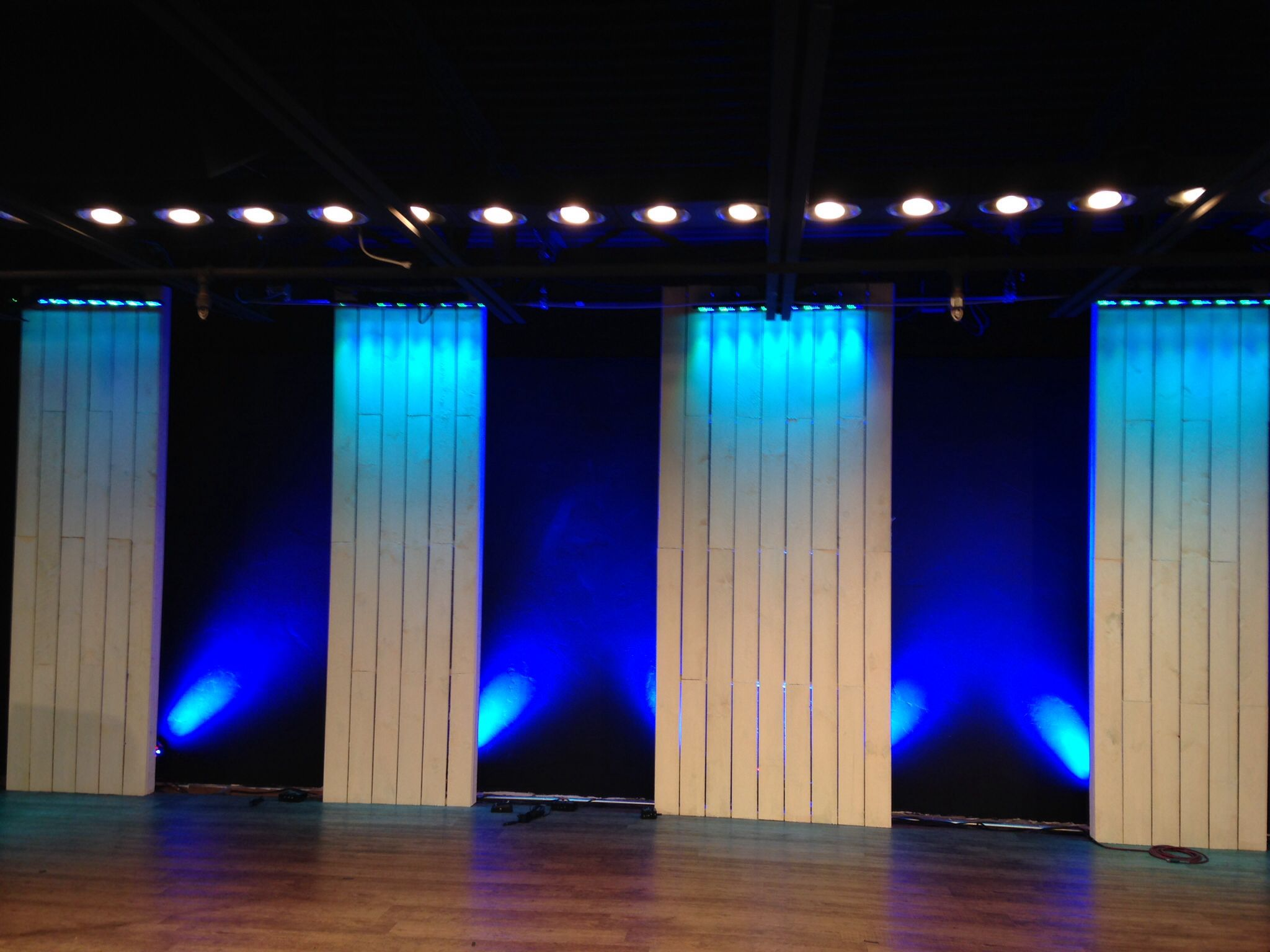 Light blue stage curtain - Glc Stage Set Wood Panels White Washed Intelligent Lights Light Boxes
