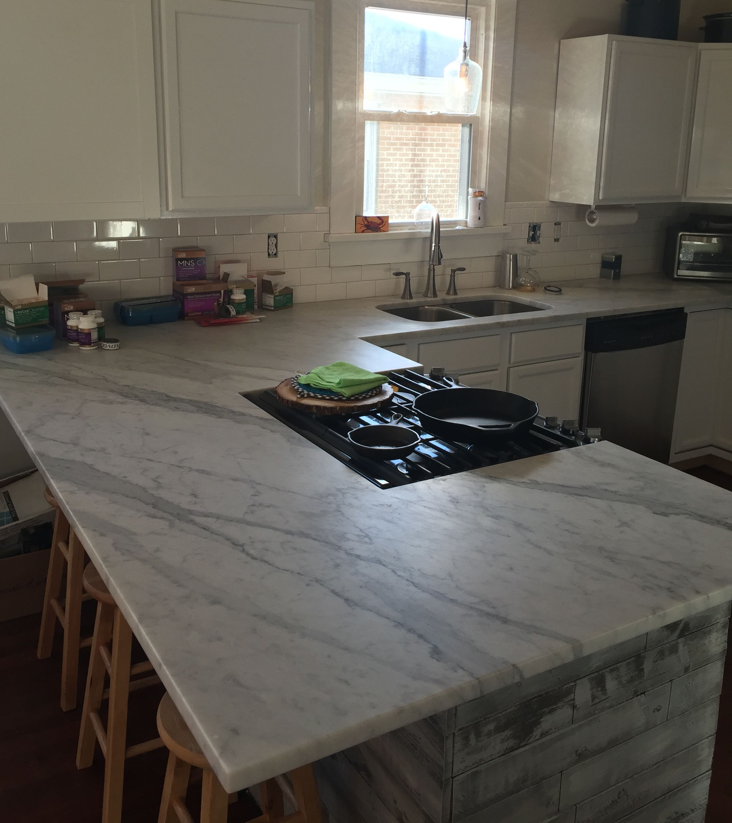 Kitchen Counter Tops 3cm White Carrara Marble With A Honed