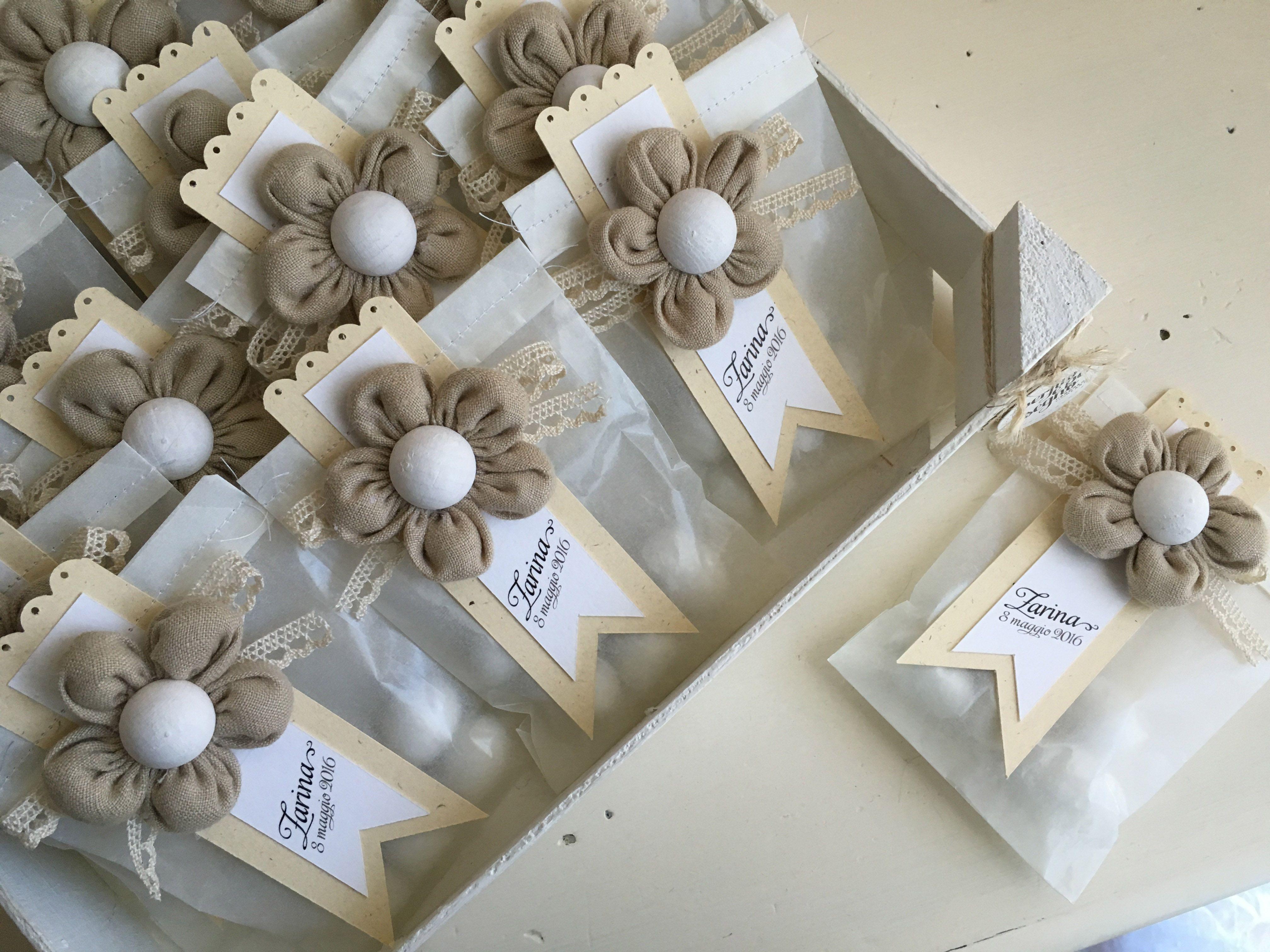 bomboniere per la prima comunione di zarina buste di carta e magneti a forma di fiore imbottito. Black Bedroom Furniture Sets. Home Design Ideas