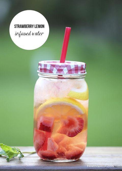 Eau détox fraise concombre citron menthe #boissonsfraîches