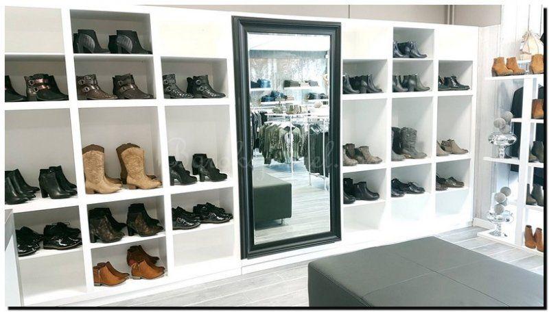 Spiegel Zwarte Lijst : Moderne spiegel zwarte lijst in schoenenwinkel grote spiegels in