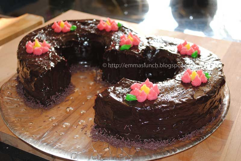 Number Three 3 Shape Chocolate Cake Childrens Cakes Pinterest