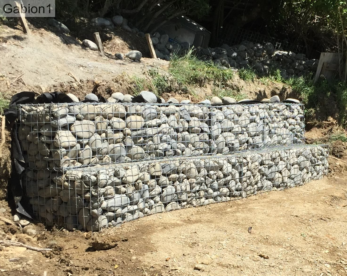 simple stepped gabion retaining wall this design is very stable gabion. Black Bedroom Furniture Sets. Home Design Ideas