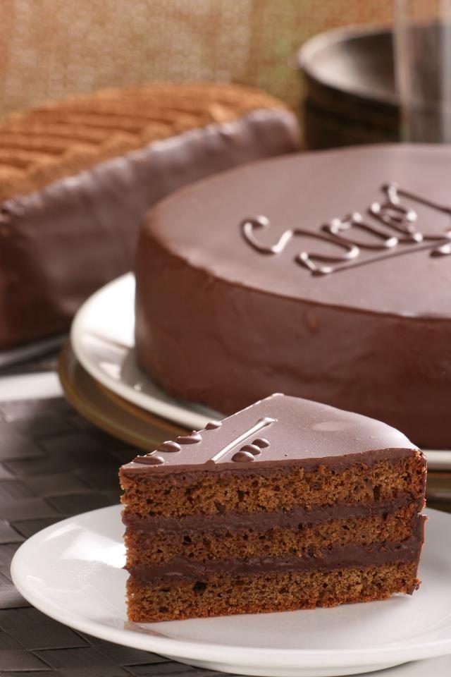 Un Espectacular Antojo Para Este Miércoles Torta Sacher De La Reposteriaastor Www Elastor Com Co Yummy Cakes No Bake Cake Cake