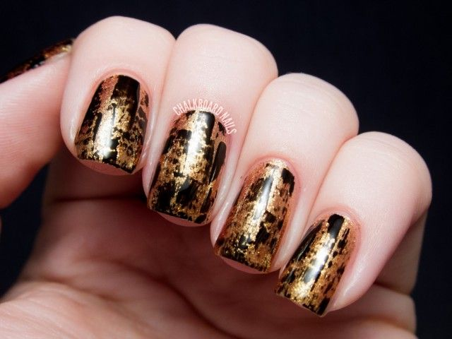 16 Gold Nails for You to Shine | Oro, Negro y Maquillaje