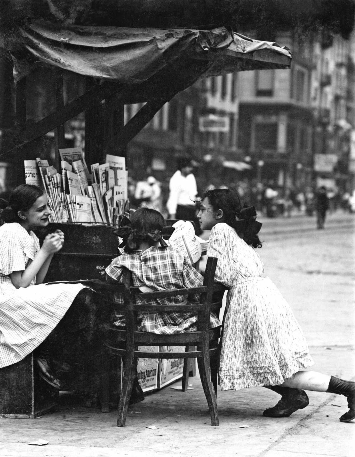 Little Girls Tend Newspaper Stand Canal St New York 1910