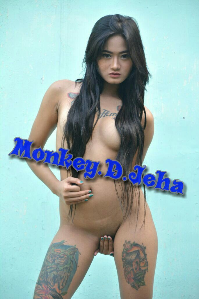 Thai girls spreading naked