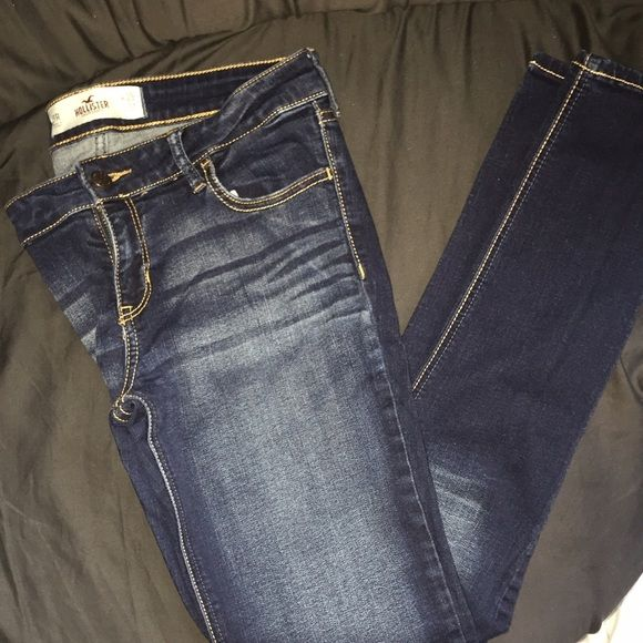 HOLLISTER LIGHT WASH SKINNY JEANS Brand new Hollister Skinny jeans I bought in the wrong size need to go now! Feel free to make an offer using the offer button Hollister Pants Skinny