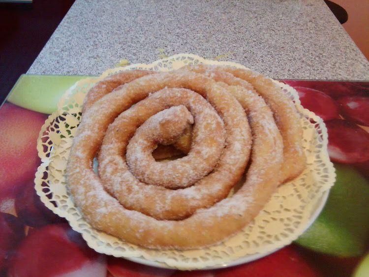 Le zeppole, is zippulas in sardo, preparate secondo la ricetta tradizionale delle nonne per carnevale. Ecco come farle