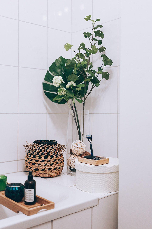 So Einfach L Sst Sich Ein Kleines Badezimmer Modern Diydekorationenbadezimmer Dekorationenbadezim In 2020 Badezimmer Ohne Fenster Kleines Badezimmer Badezimmer