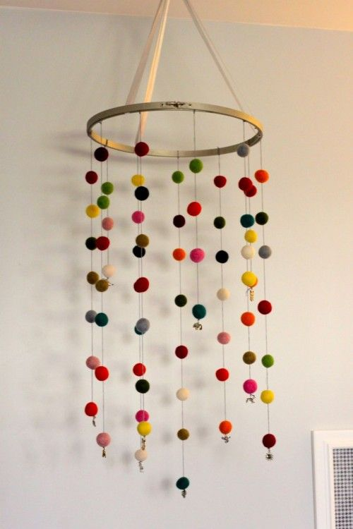 Baby mobile using embroidery hoop and felt balls diy for Diy baby mobile felt