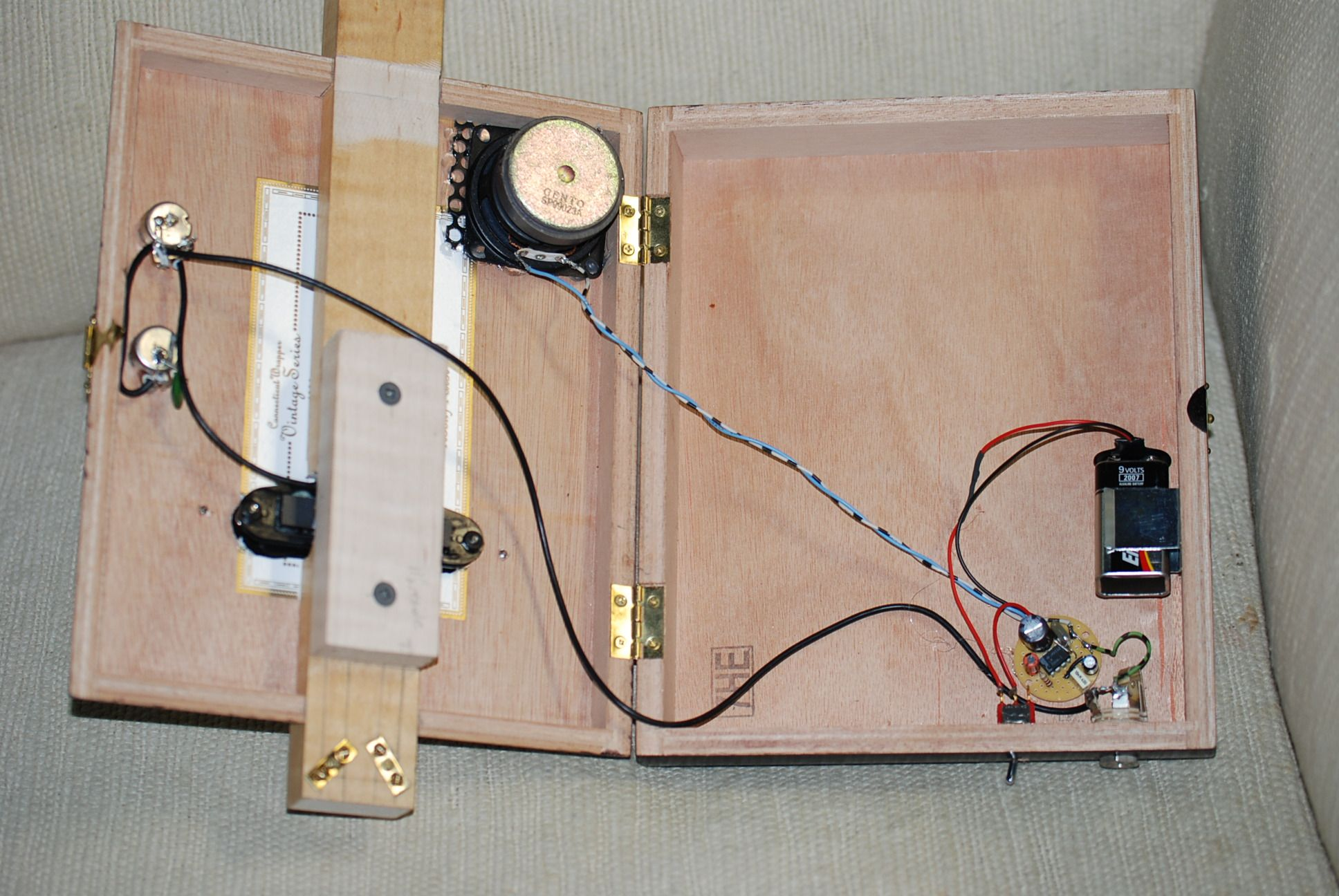 cigar box guitar with built in amp google search cbg  battery powered cigar box guitar amp 5