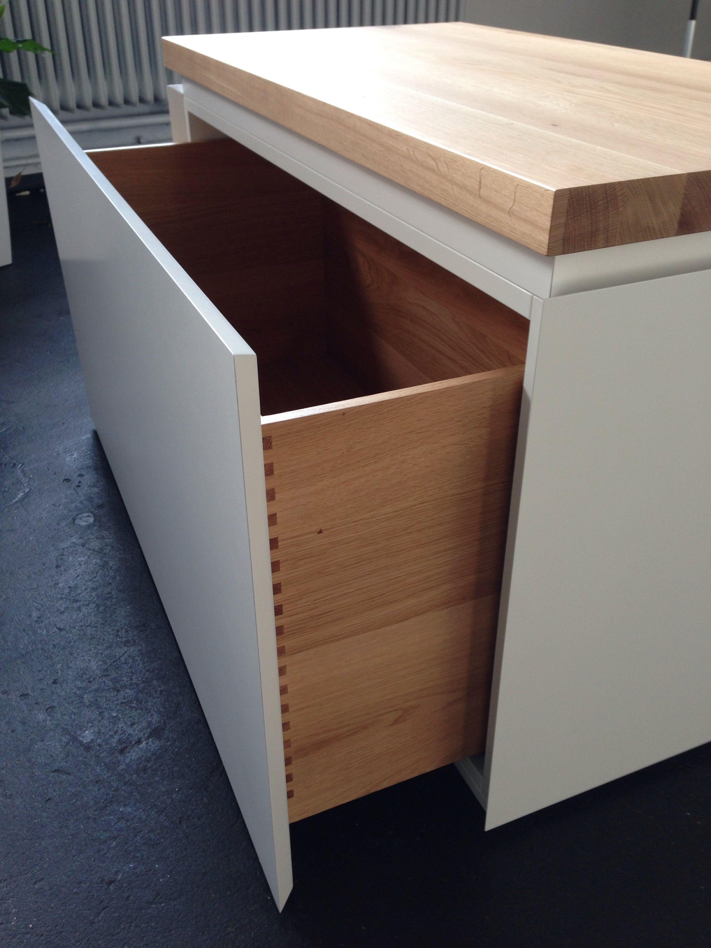 Unsere maßgefertigte Sitzbank bietet Stauraum für Schuhe, Schals ...