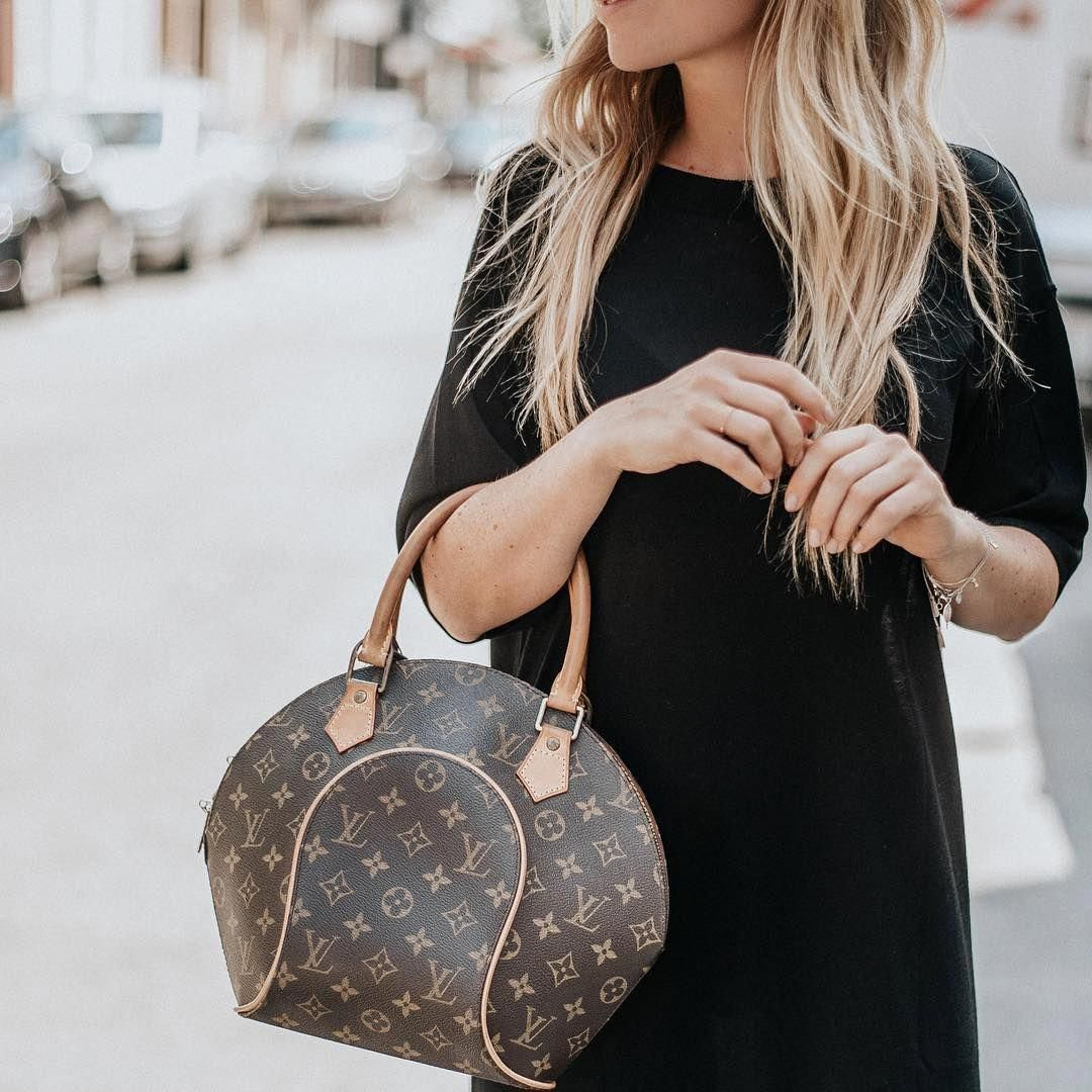 4aa077cd0ff9 We are seriously loving this Louis Vuitton Ellipse bag at the moment 😍 get  in on