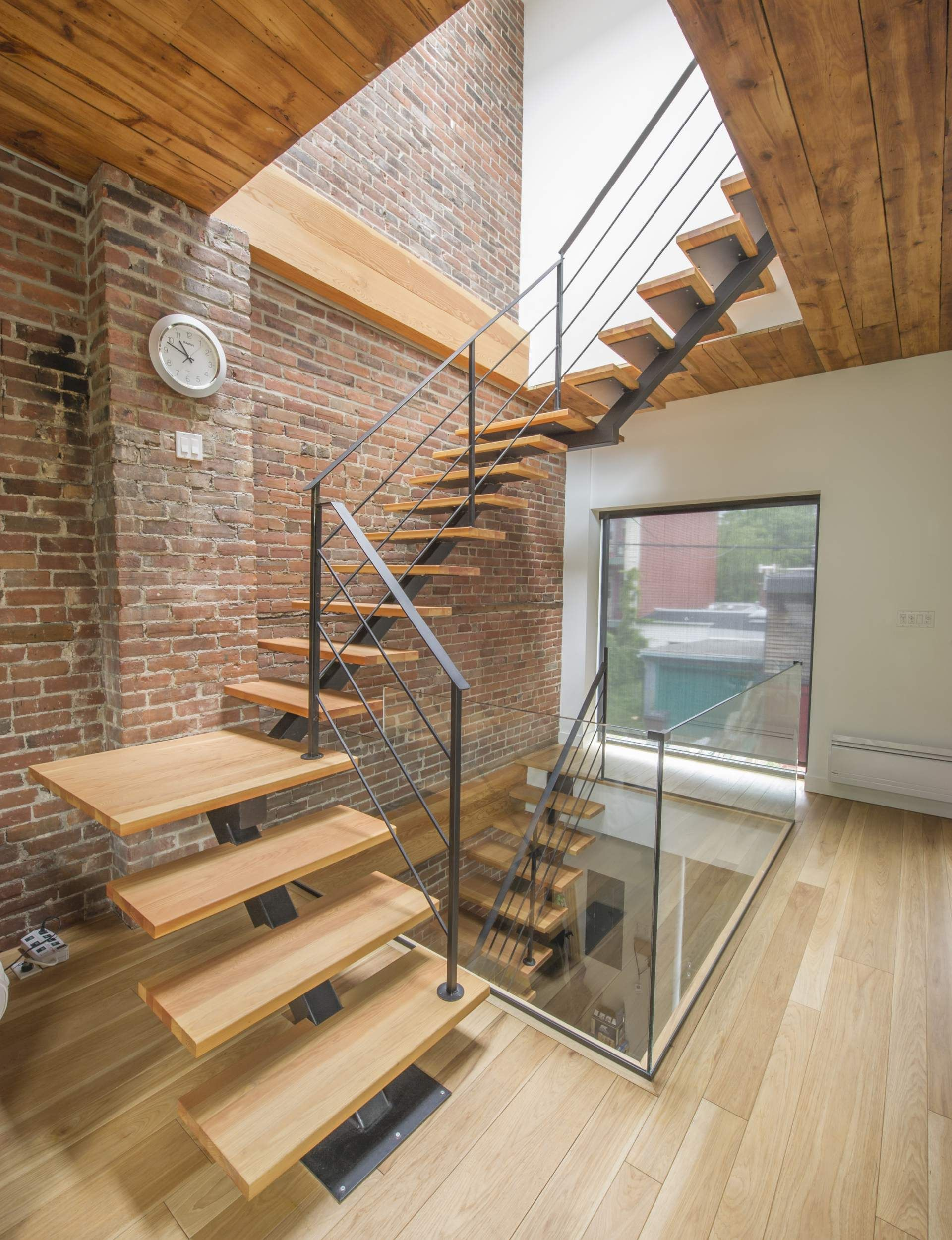 escalier bois et m tal c dre rouge de l 39 ouest maison. Black Bedroom Furniture Sets. Home Design Ideas