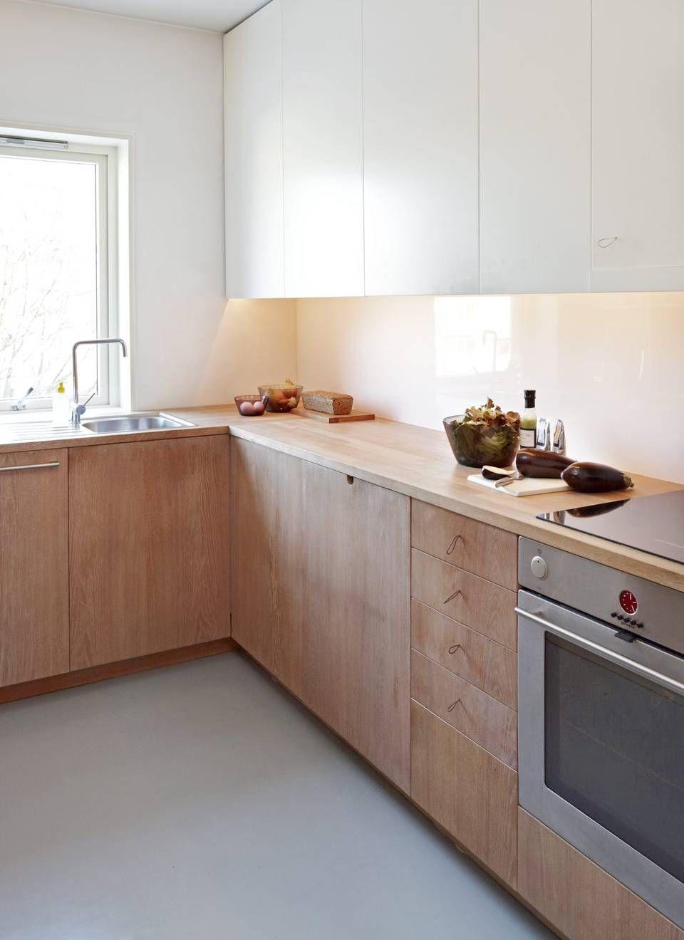 Resultado de imagem para white and wood kitchen
