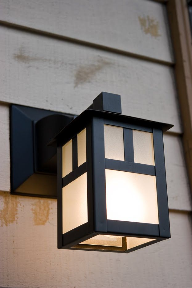 Craftsman style porch light craftsman bungalow for Outside home lighting