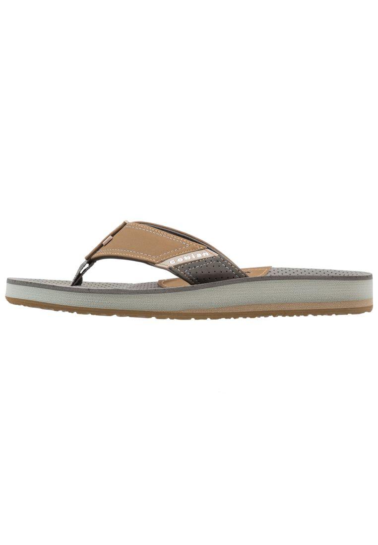 63c443f3b ¡Consigue este tipo de sandalias de dedo de Cobian ahora! Haz clic para ver