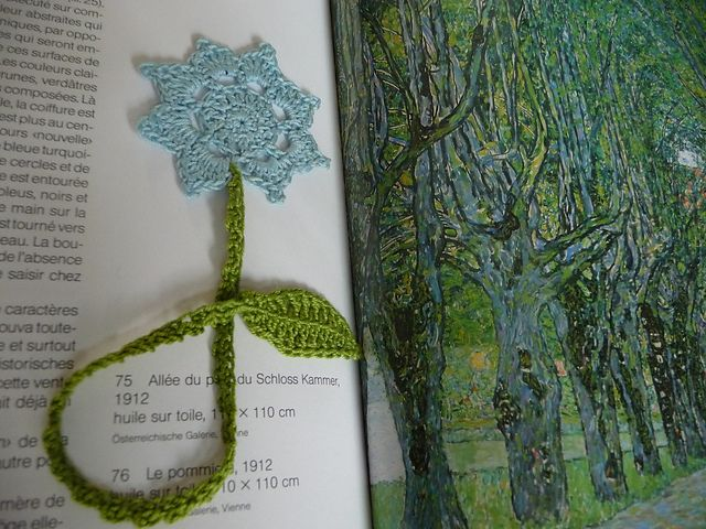 Flower bookmark pattern with charts.