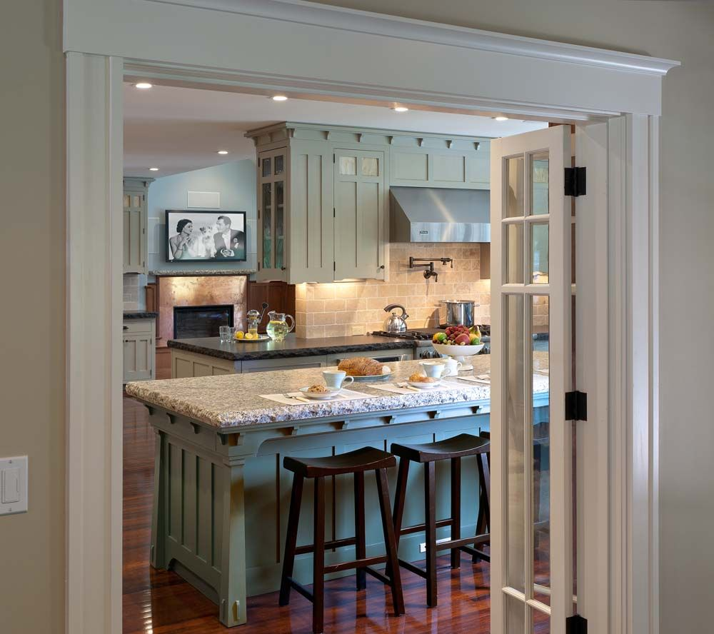 Arts And Crafts Kitchen Cabinets: Arts & Crafts Gallery, Crown Point Cabinetry; Note Leg