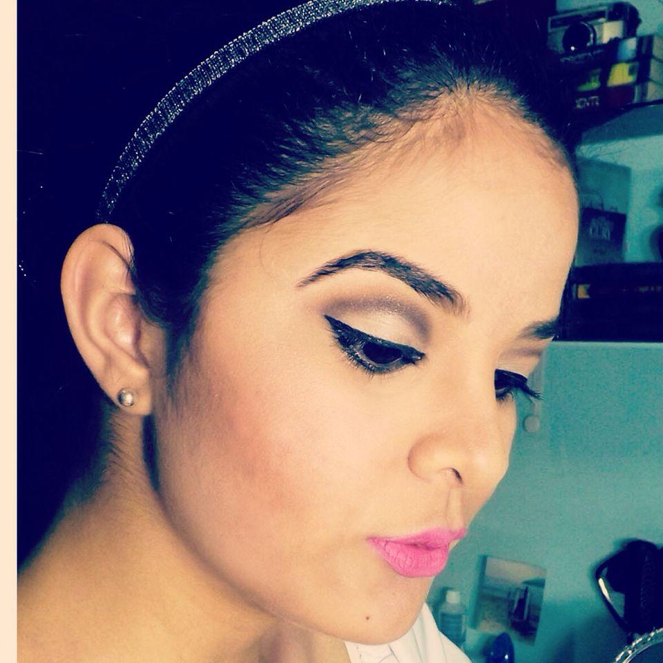 O blush é um tom coral de uma paleta da Make B. E o iluminador que usei também vem no mesmo estojinho #makeup #maquiagem #LucilaCortez