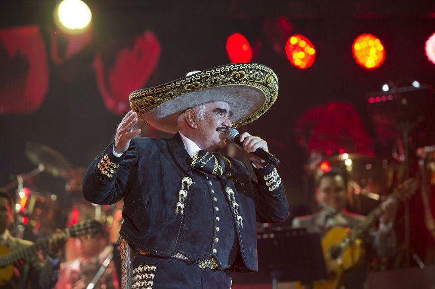 La noche de este sábado dijo adiós Vicente Fernández en un espectacular y emotivo concierto que ofreció en el Estadio Azteca de la ciudad de México, ante más de 80 ...