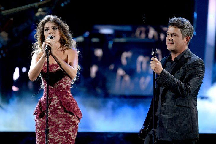 """Pin for Later: The Best Moments From the 2015 Latin Grammy Awards When Alejandro Sanz Performed """"A Que No Me Dejas"""" With Brazilian Singer Paula Fernandes and Mariachi Band Sol de México"""