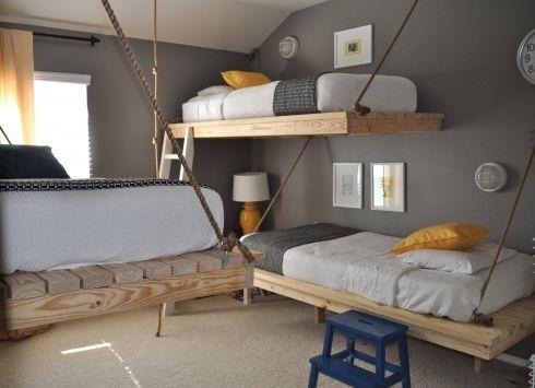 Giường được thiết kế dạng treo rất thích hợp cho những cậu bé thích mạo hiểm, ưa khám phá
