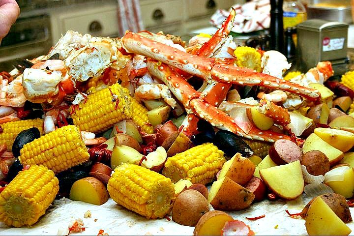 How to Do a Crab Boil   Dishin & Dishes