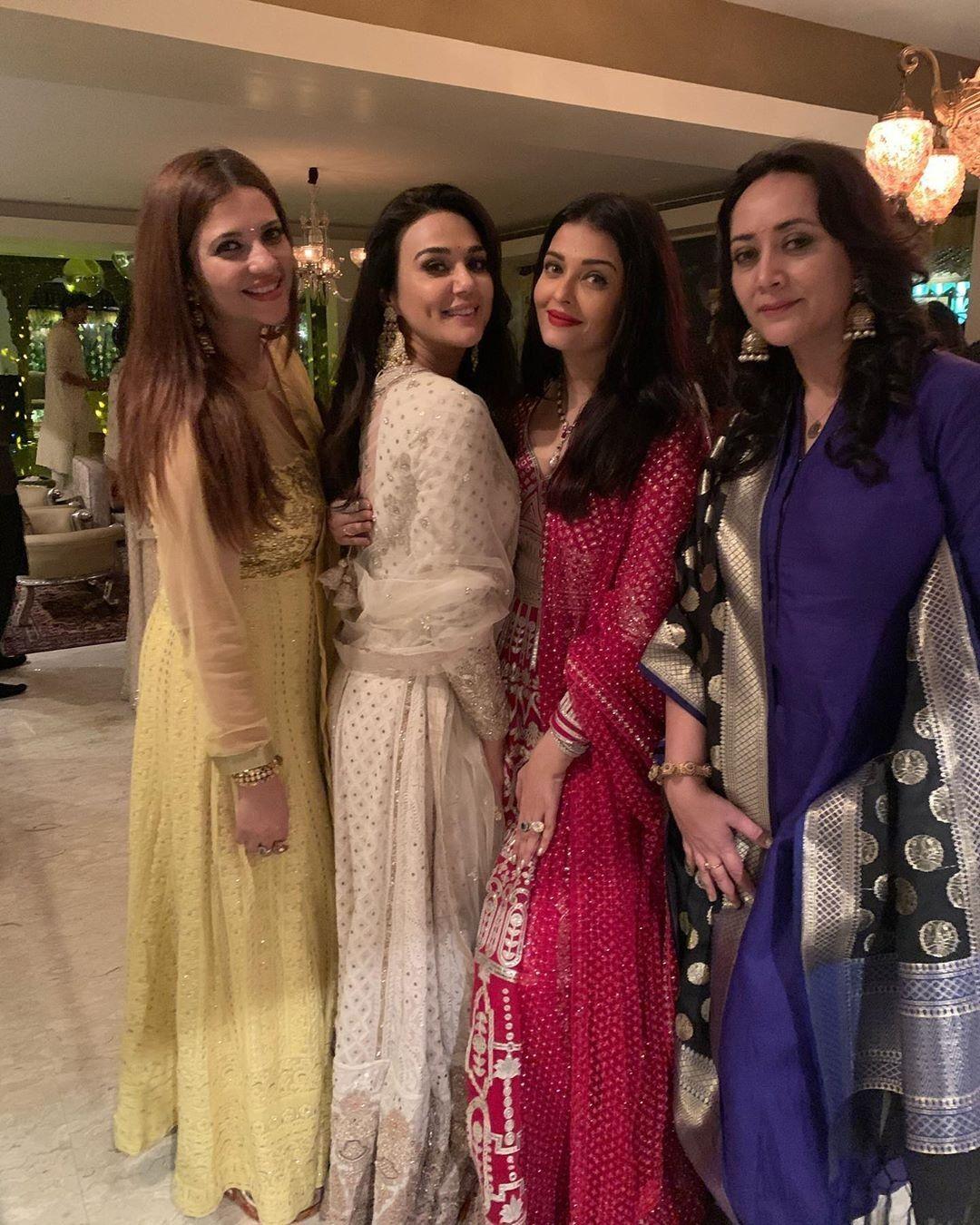Aishwarya Rai Preity Zinta Aishwarya Rai Photo Sister Poses