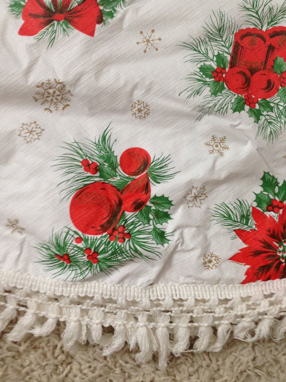 1960s Christmas White Green Red And Gold Round Vinyl Flannel Etsy Vintage Holiday Decor Red And Gold Vintage Holiday
