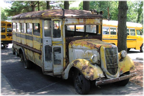Photos Of Old Buses Around The World Old Bus At Chestnut Ridge