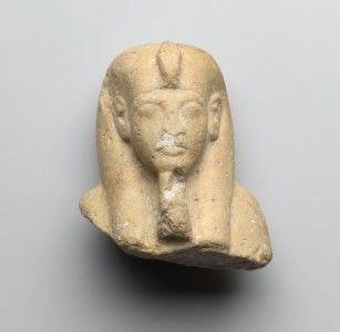 جزء علوي  لاوشابتي من  الحجر الجيري  لاخناتون في متحف بروكلين