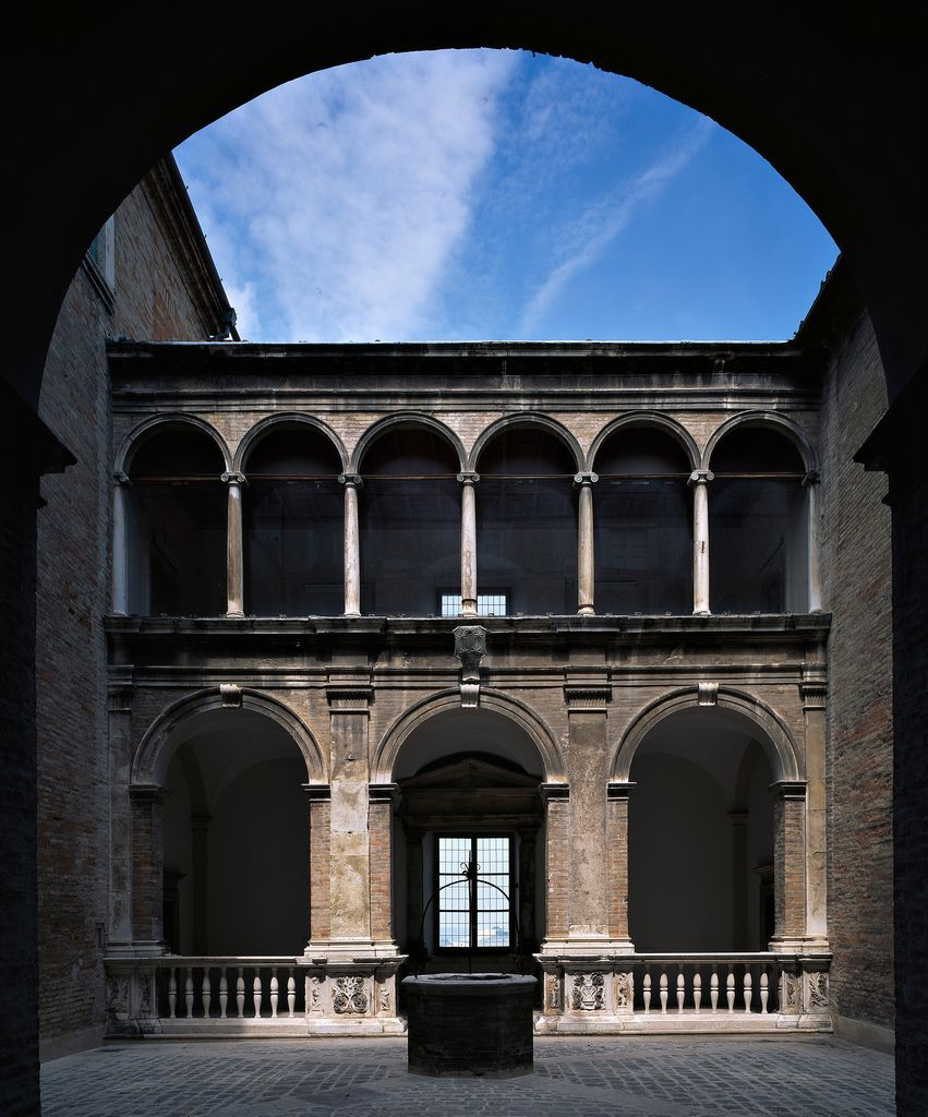 Perfect order in renaissance architecture at fermo marche for Architecture renaissance