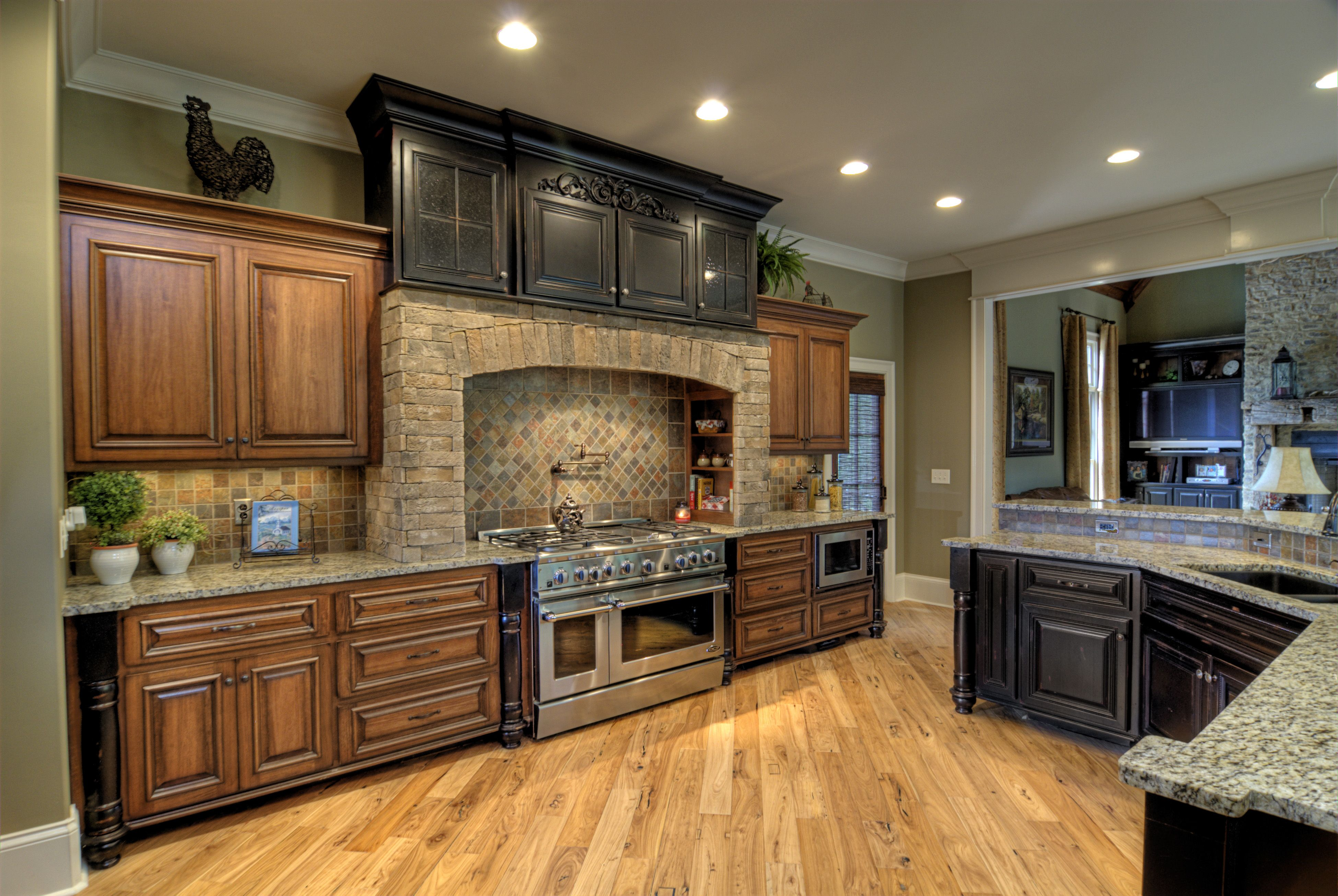 Poplar Wood Cabinets Instead Of Hickory With Images Hickory
