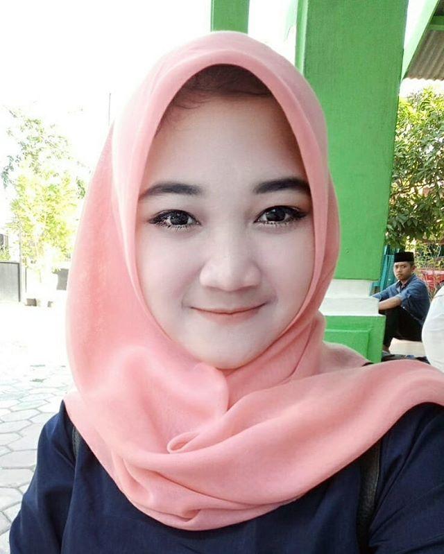 Senyum Manis Cewek Jilbab