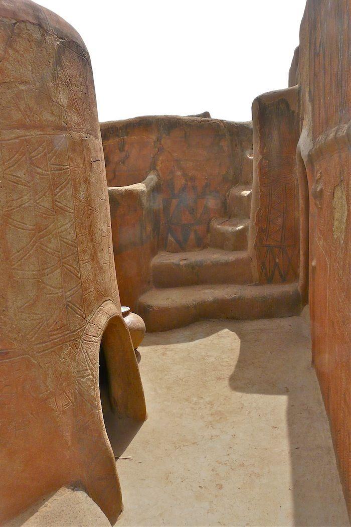 Une partie de l'art est symbolique ou alors purement décoratif – un résultat du savoir-faire traditionnel de la culture Kassena isolée.