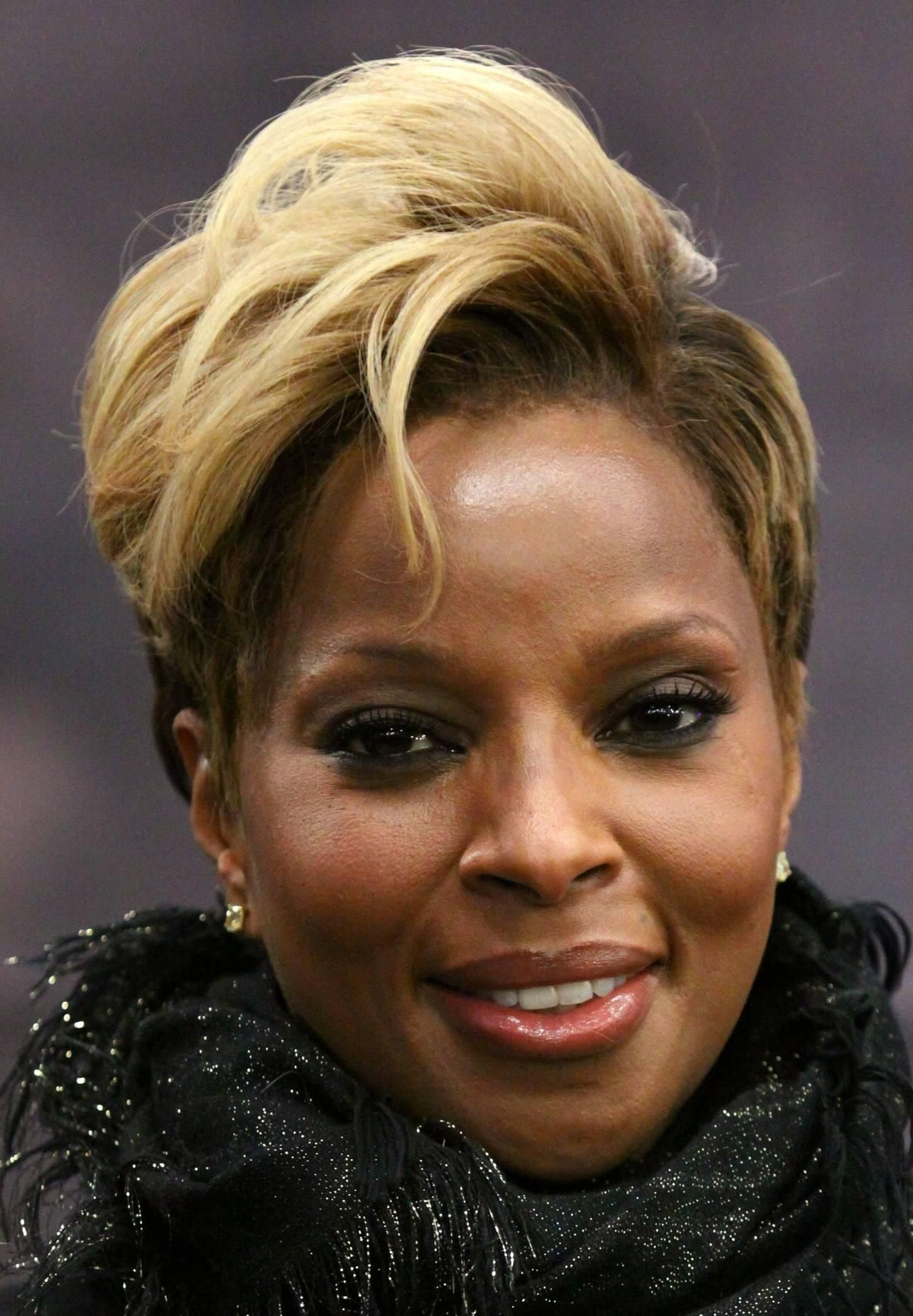 Beautiful Blonde Short Haircut Oval Face African American In