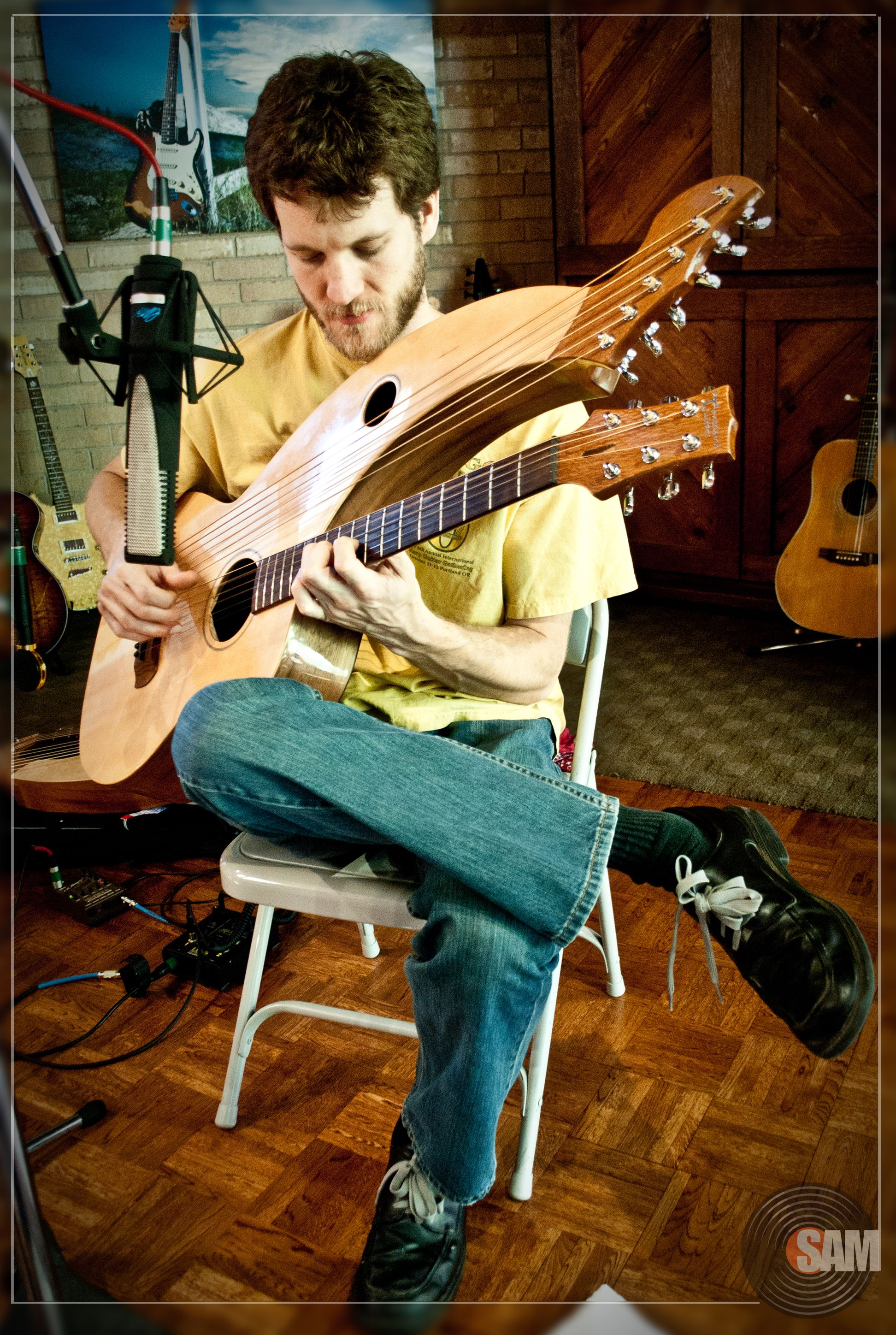 Dave Powell playing Harp Guitar - The Six Strings of Christmas CD ...